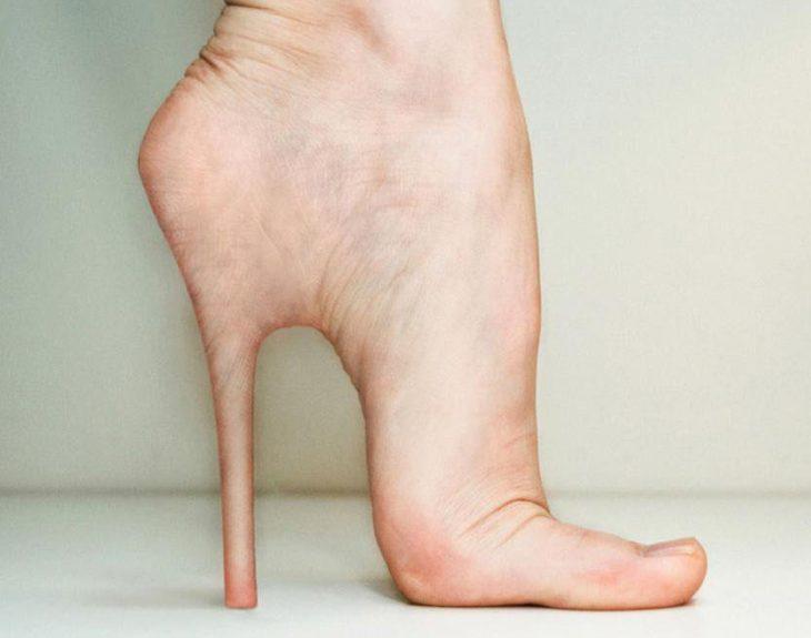 pie en forma de zapato de tacón