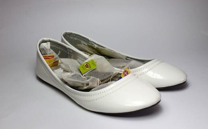 zapatos con bolsas de té