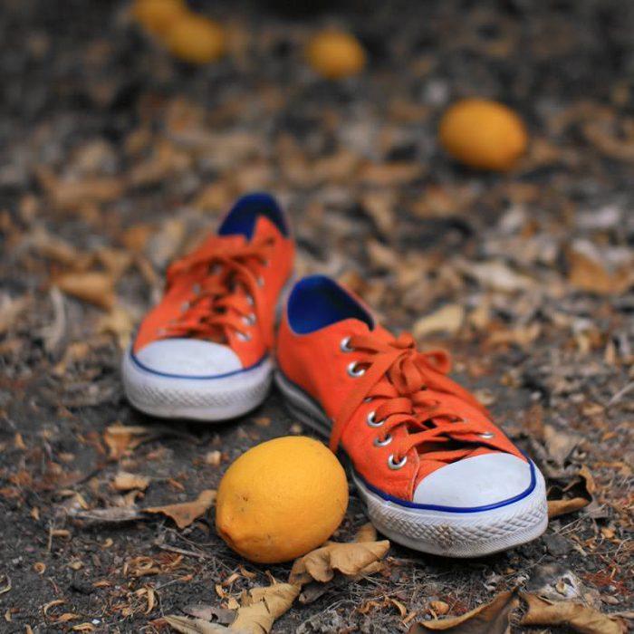 zapatos y limón