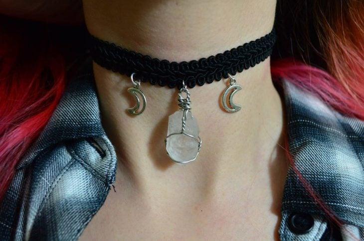 collar chocker con lunas y cristales