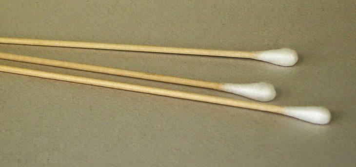 Palillos con algodones para limpieza