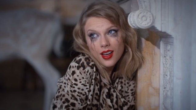 Taylor Swift con el maquillaje corrido
