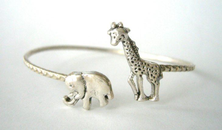 anillo con jirafa y elefante