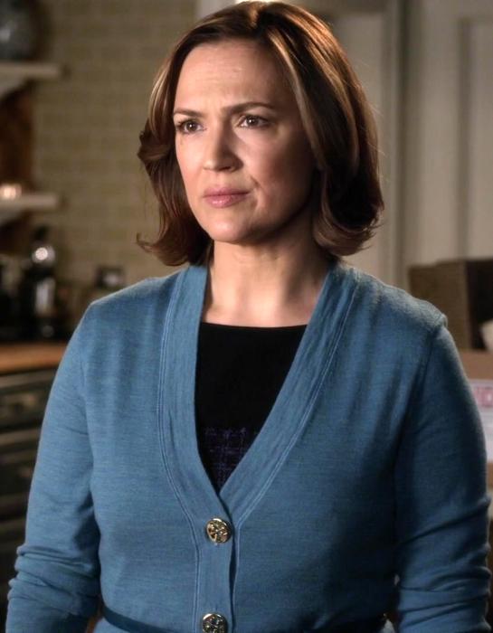 Escena de la serie pretty little liars. Mamá de Spencer