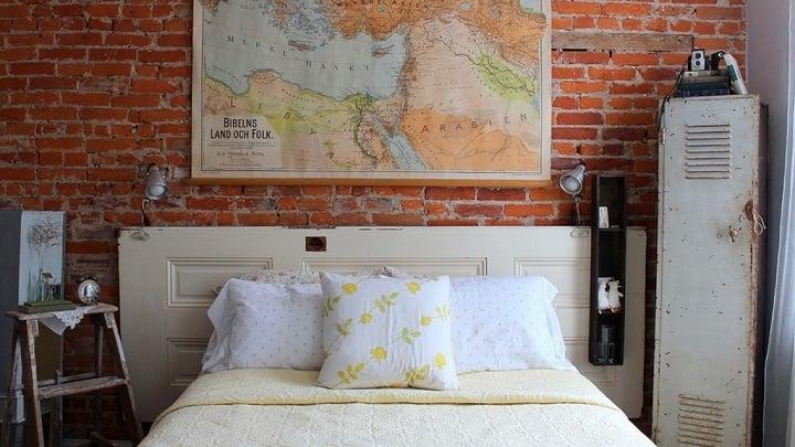 habitación decorada con cosas vintage