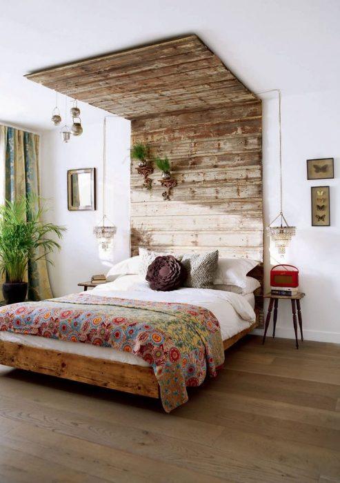 cabecera y techo de recámara hecho con pallets