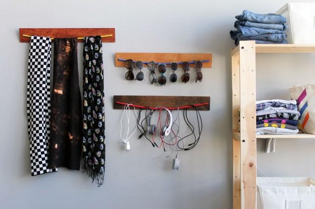 pedazos de madera con cuerda para colgar cosas