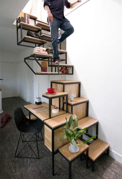 escaleras y estantes