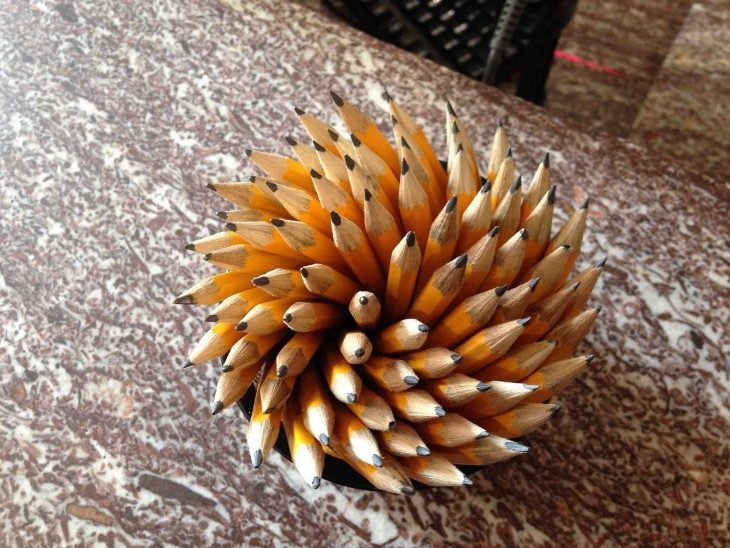 lápices acomodados en círculo