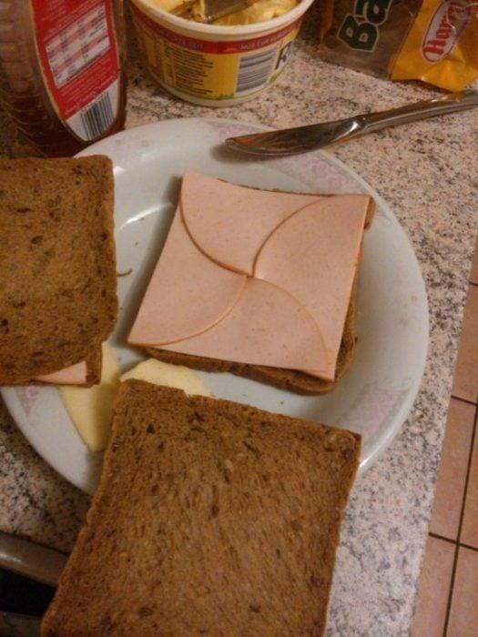 pan con jamón cortado en perfectas rebanadas