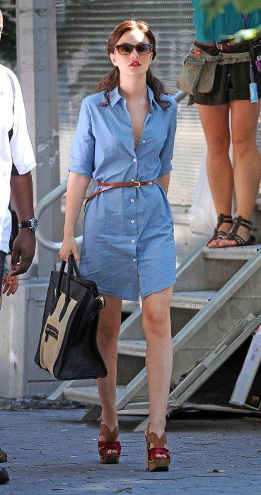 Leighton Maser caminando por la ciudad