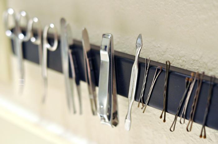 barra magnetica para acomodar articulos de belleza