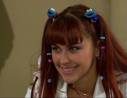 Escena de la telenovela soñadoras. Aracely Arambula con broches en el cabello