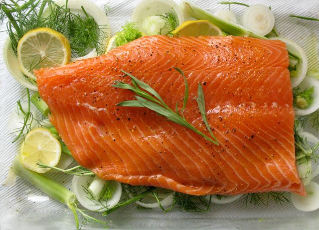 salmón con lechuga