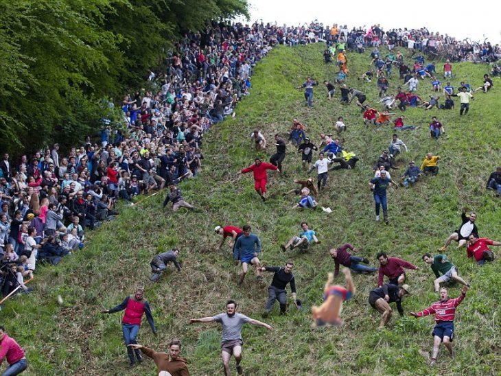 Batalla de photoshop Zac Efron en estampida humana