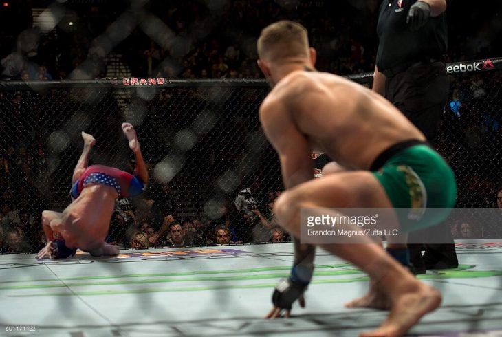 Zac Efron en la jaula de la UFC