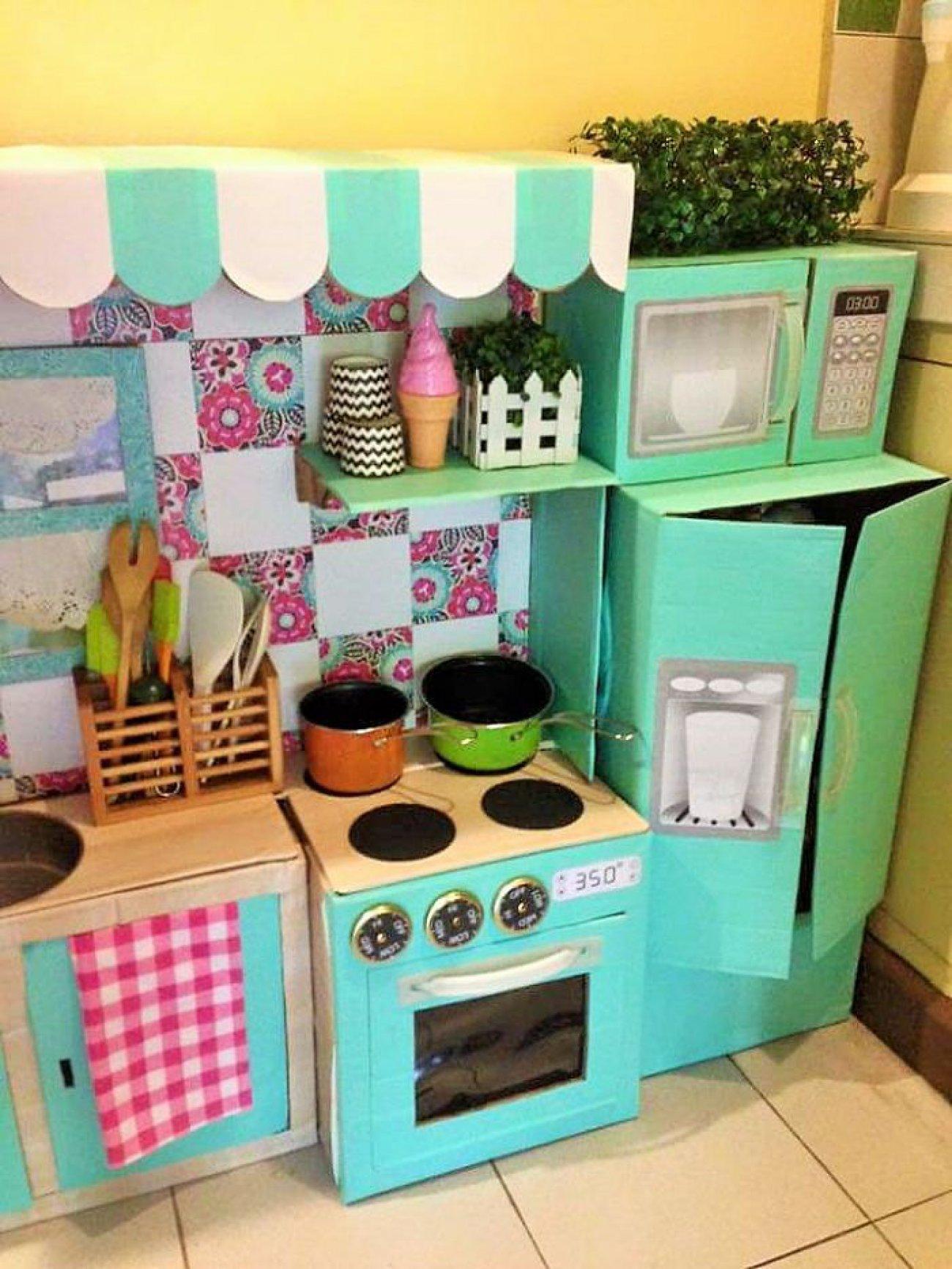 Mam cre una mini cocina con cajas de cart n recicladas for Material cocina