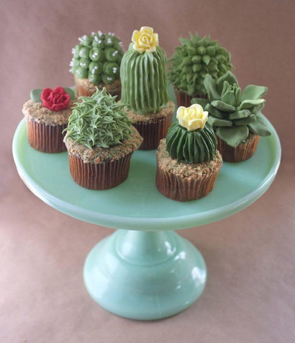 Cupcakes con nopales como adorno