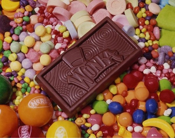 Barra de chocolate sobre dulces