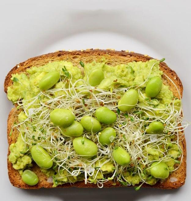 Sandwich hecho de germen de soya y habas