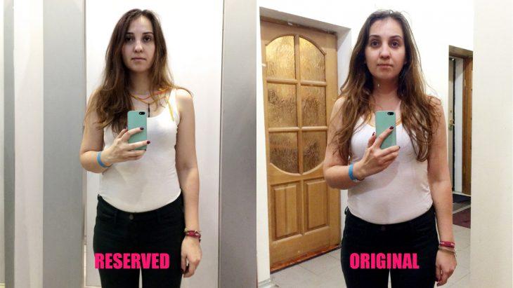 Chica parada frente al espejo viendo como luce en los probadores de la tienda Reserved