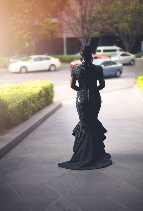 Sophie Cachia novia de negro