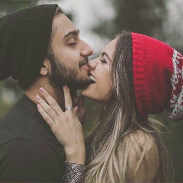 Chico con barba y su novia