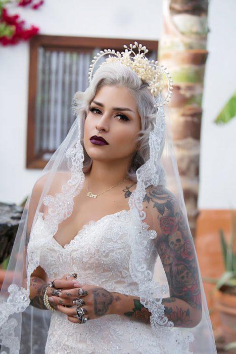 Novia con el cabello en color gris