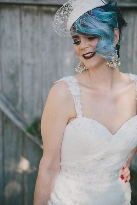 Novia con el cabello en color azul