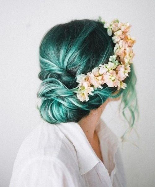 Novia con el cabello en color verde