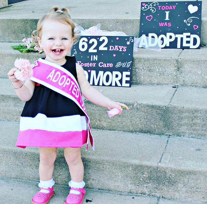 Niña que pasó 622 días en un orfanato fue adoptada