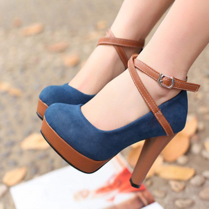 Zapatos azules con correa