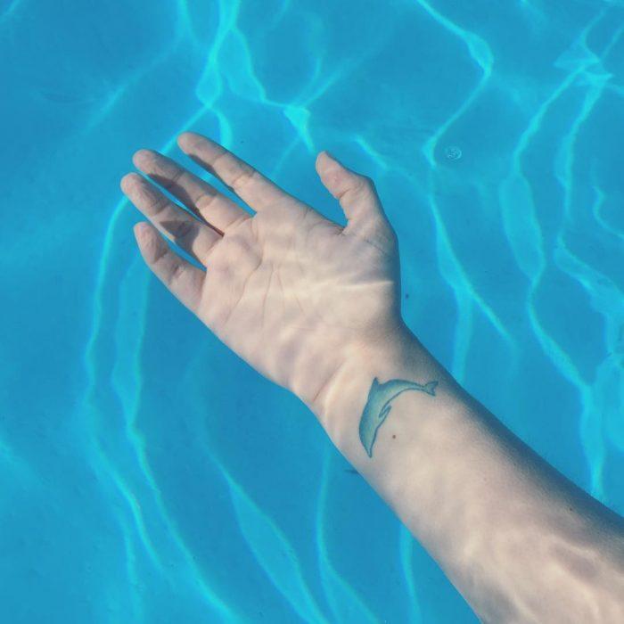 Tatuaje delfín azul