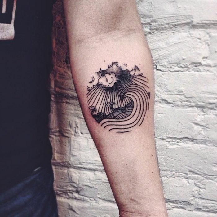 Tatuaje olas y nubes