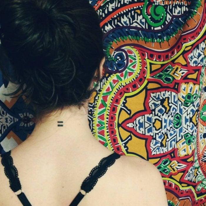 Tatuaje signo de igual para contadores