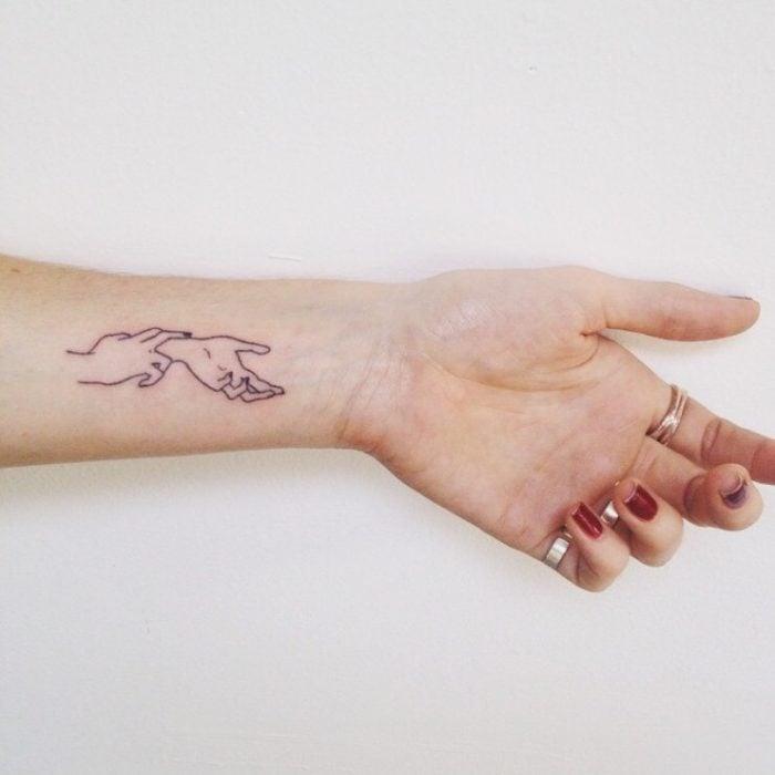 Tatuaje de manos para fisioterapeuta