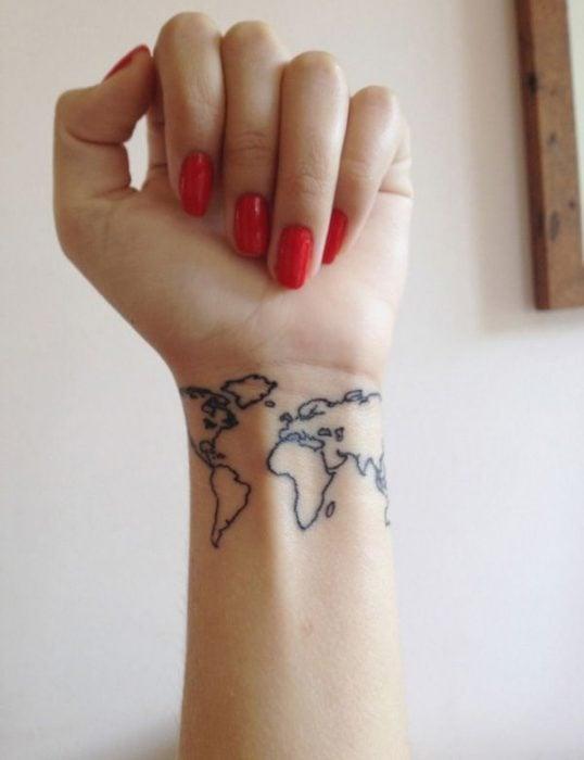 Tatuaje mapa mundi