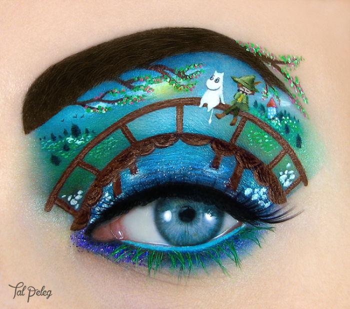 Ojo de una chica usado para pintar a un niño sentado en un puente