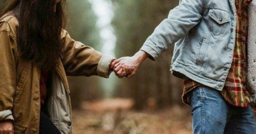 Dime cómo le tomas la mano a tu pareja y te diré cómo es tu relación