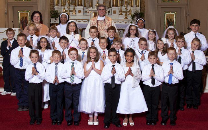 Niños en una primera comunión