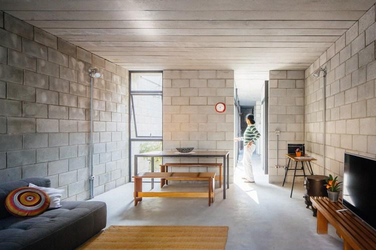 Casa de trabajadora dom stica gana premio de arquitectura for Piastrelle 40x40 da interno