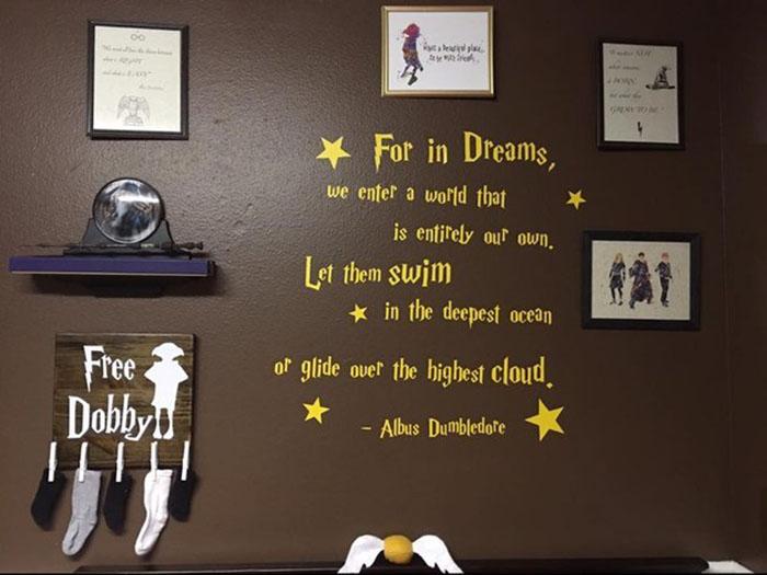 pared de habitación para recién nacido inspirada en Harry Potter