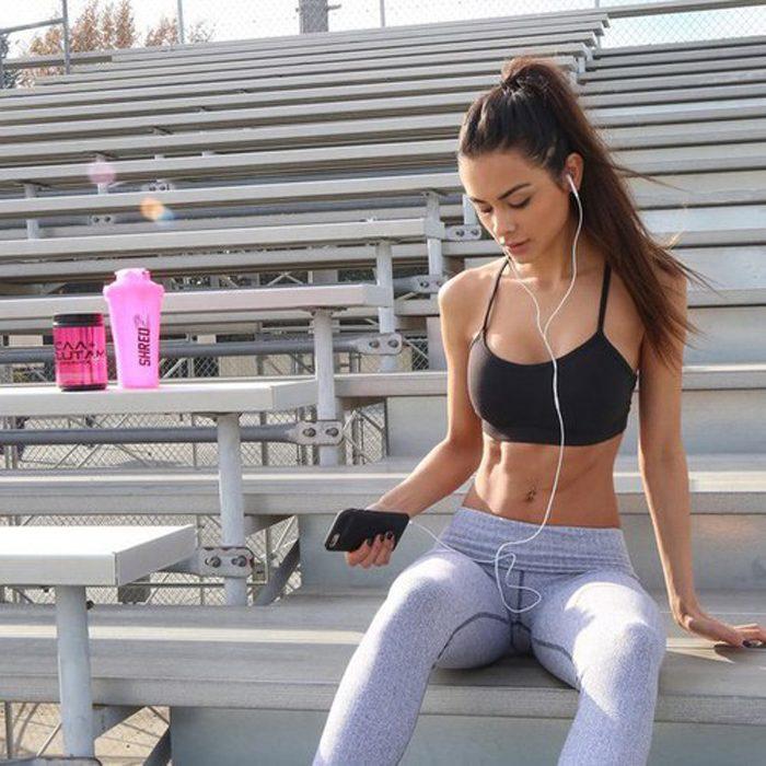 mujer en el haciendo ejercicio