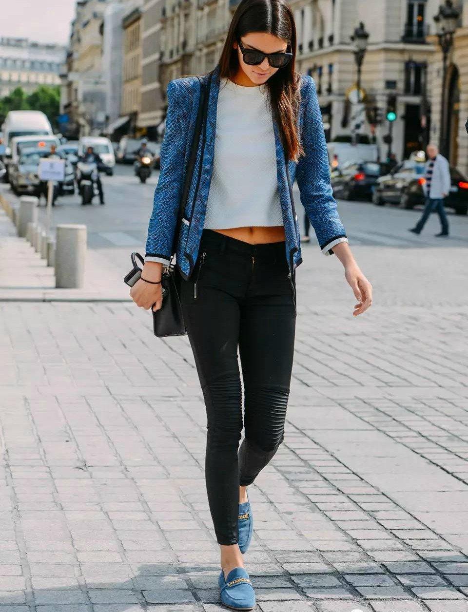 Ideas para combinar colores en tu ropa que debes intentar for Combinaciones con azul
