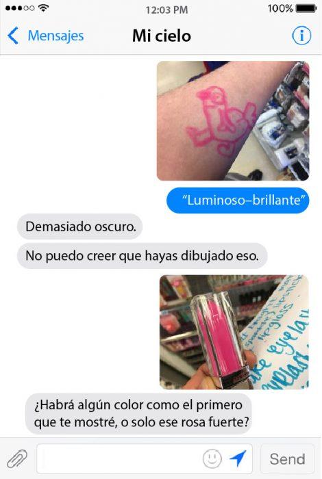 conversacion de chat entre pareja lipstick y dibujo en brazo