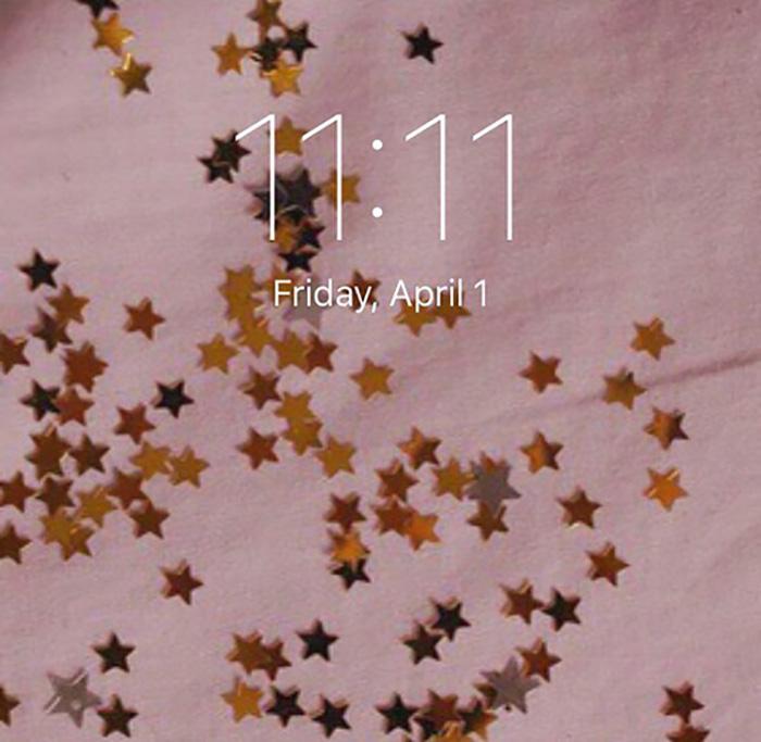 tela rosa estrellas doradas y 11:11