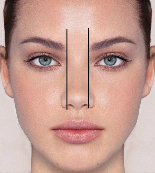 mujer con dos lineas a los lados de las fosas nasales