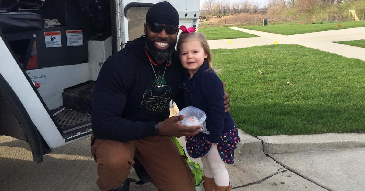 Esta niña recibió el mejor regalo de cumpleaños ¡Conocer al conductor del camión de basura!