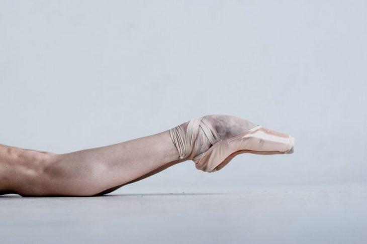 pies de bailarina en puntas