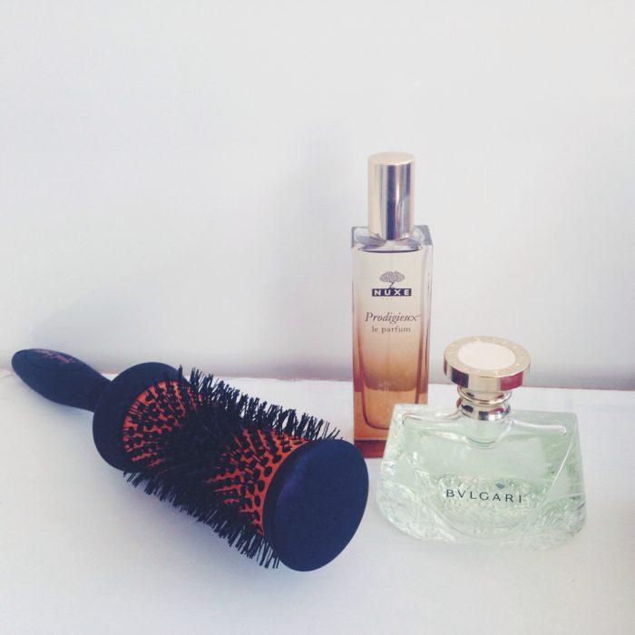 perfumes y cepillo